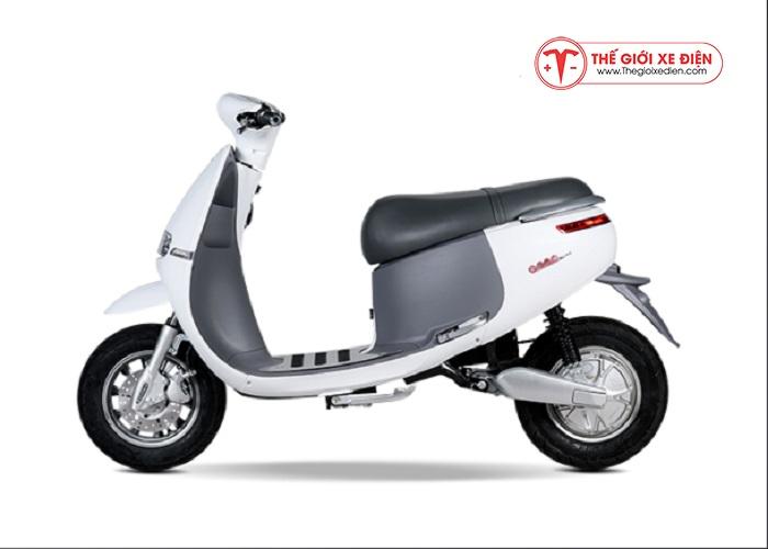 Xe máy điện Gogo Suzika màu trắng